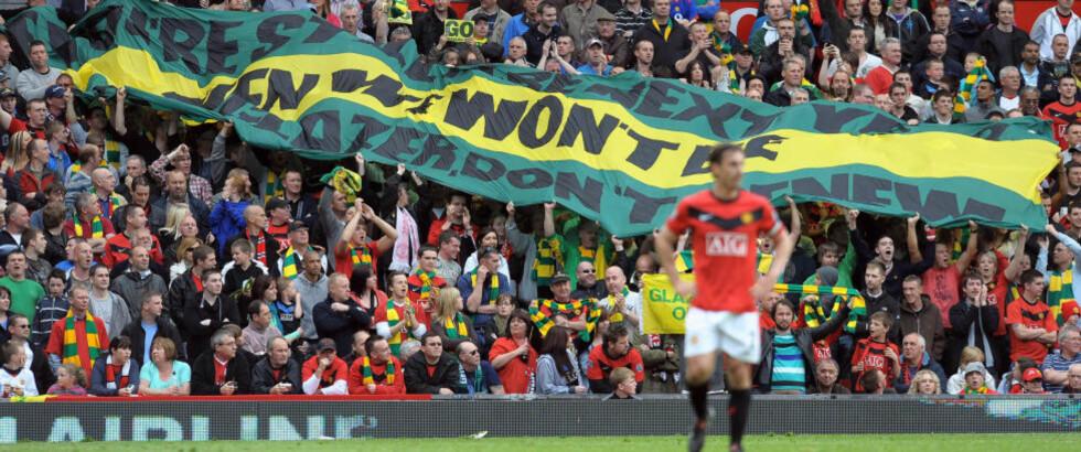 UPOPULÆRE: Manchester United-fansen har vist stor misnøye mot eierne av klubben, blant annet ved å ikle seg gule og grønne supportereffekter. Foto: PAUL ELLIS/AFP