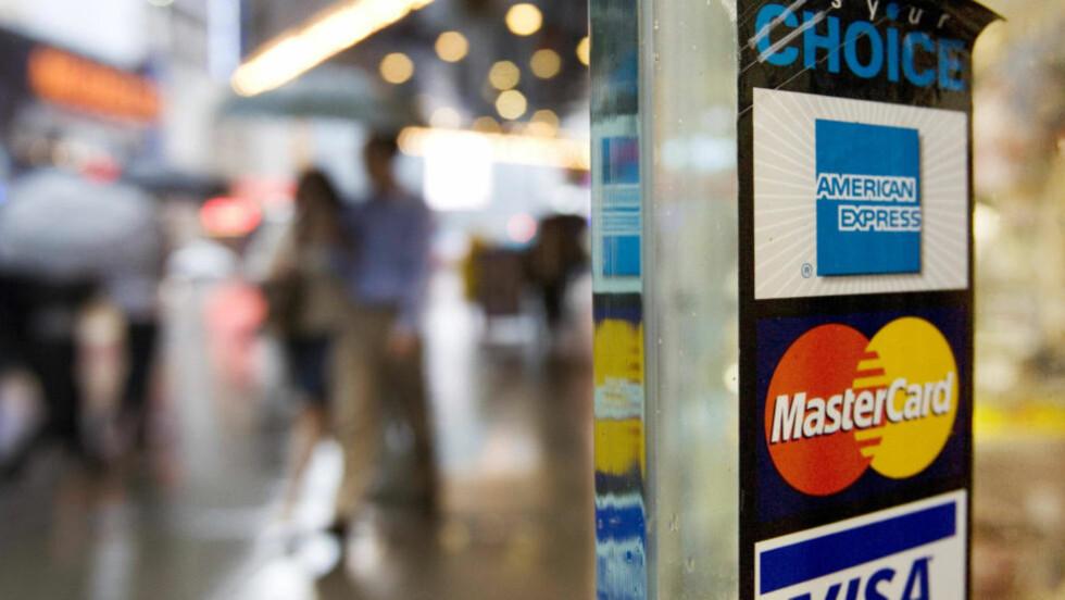 Skjulte kostnader: Hvis du betaler med norske BankAxept, subsidierer du andre som betaler med internasjonale kort, skriver forfatteren. Illustrasjonsfoto: Scanpix