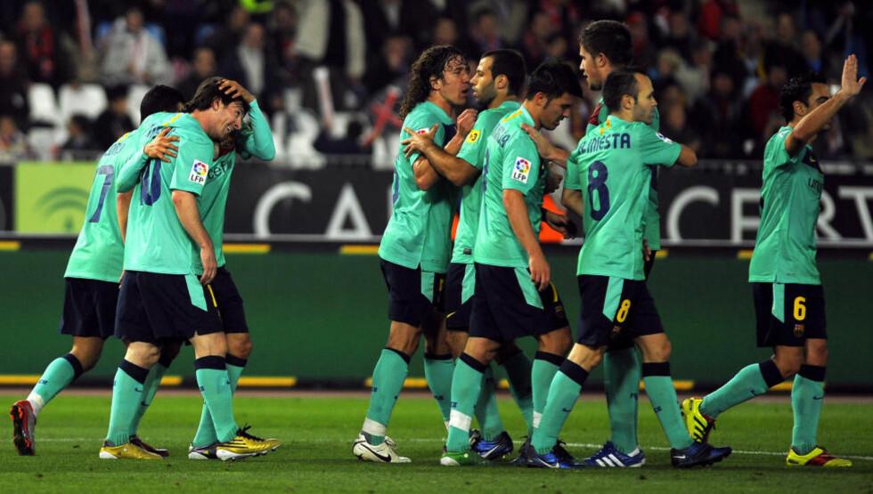 NESTEN ET MÅL PER MANN: Barcelona rundspilte Almeria, og var en stund på vei mot tosifret antall scoringer. Her feirer de et av Leo Messi sine.Foto: SCANPIX/AFP/JORGE GUERRERO.