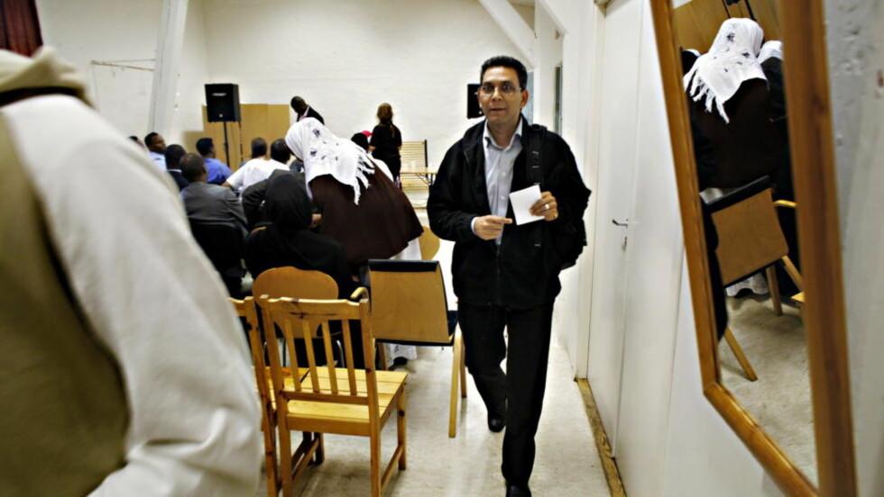 ENGASJERER SEG MOT DØDSMOMMEN : Visepresident på Stortinget, Akhtar Chaudhry (SV), tror dødsdommen mot Asia Bibi i Pakistan ødelegger Pakistans og Islams omdømme i verden. Her er han i møte med den Somaliske Kvinneforening. Arkivfoto: Frank Karlsen / Dagbladet.