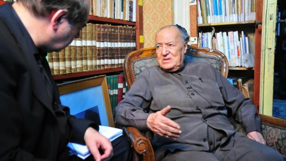 NY DOKUMENTARFILM: Walid al-Kubaisi har intervjuet en rekke arabiske intellektuelle, forfattere og forskere i den kritiske dokumentaren «Frihet, likhet og Det muslimske brorskap» som har premiere i morgen. Her er Kubaisi sammen med den liberale Gamal al-Banna, broren til muslimbrødrenes grunnlegger Hassan al-Banna.