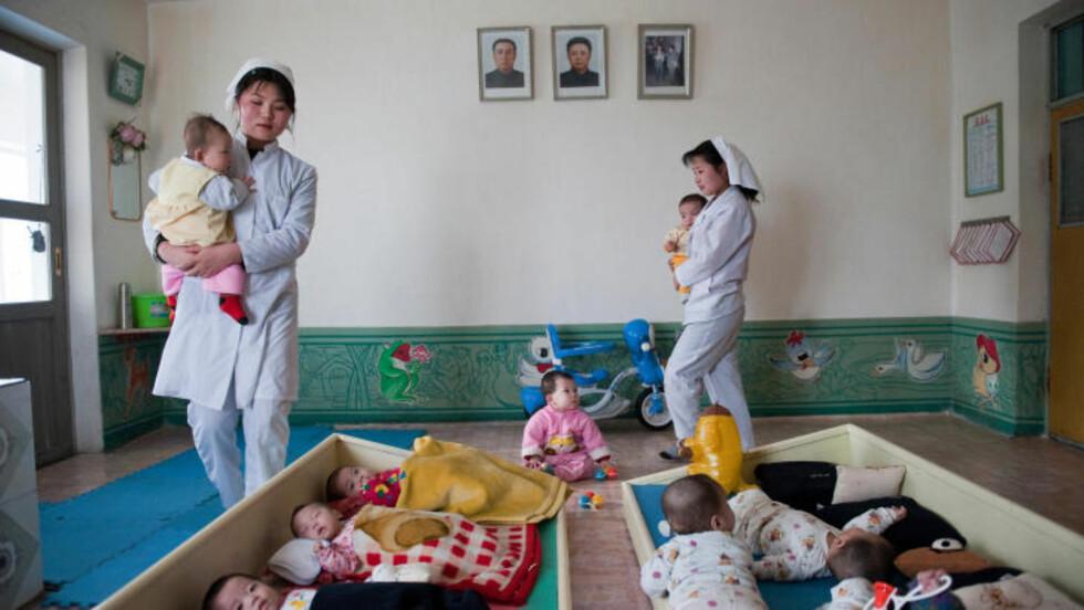 BARNEHJEM: Disse foreldreløse barna får mat på barnehjemmet, men mange av dem er underernært eller mangler proteiner i kosten. Foto: Røde Kors