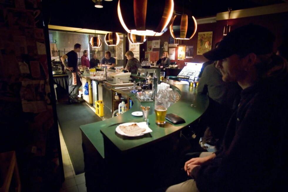 FÅR UBEGRENSET ÅPNINGSTID?: Tradisjonsrike Teddy's Soft Bar i Oslo sentrum har mange stamkunder, hvorav en hel del nok kunne tenke seg å kjøpe øl også etter klokka 03. Foto: John T. Pedersen/Dagbladet