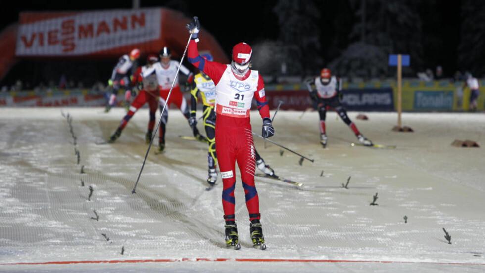 MASKEFJES: Mikko Kokslien gikk seg kraftig oppover resultatlista i langrennssporet og kunne juble for andreplass i kombinertrennet i Kuusamo i dag.  Foto: Håkon Mosvold Larsen, Scanpix