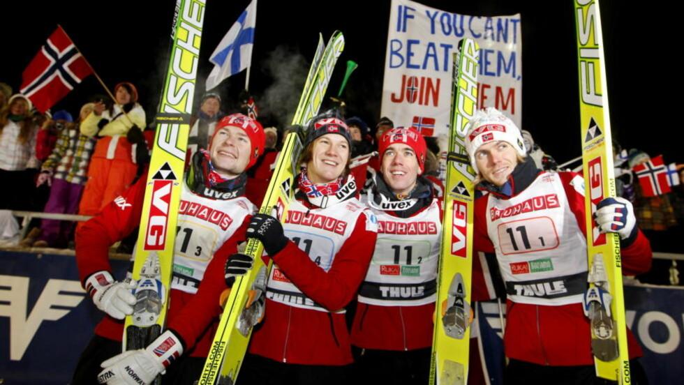 NEST BEST: Anders Jacobsen, Tom Hilde, Anders Bardal og Bjørn Einar Romøren tok andreplass i lagkonkurransen i Kuusamo.Foto: Håkon Mosvold Larsen, Scanpix