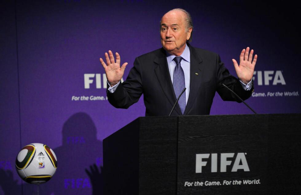 SLO NED PÅ STEMMESALG: FIFA-president Sepp Blatter mislikte korrupsjonsanklagene sterkt, og kuttet fra 24 til 22 medlemmer i den avgjørende eksekutivkomiteen. Nå håper Oceania likevel å få stemme. Foto: Scanpix/AFP PHOTO / FABRICE COFFRINI