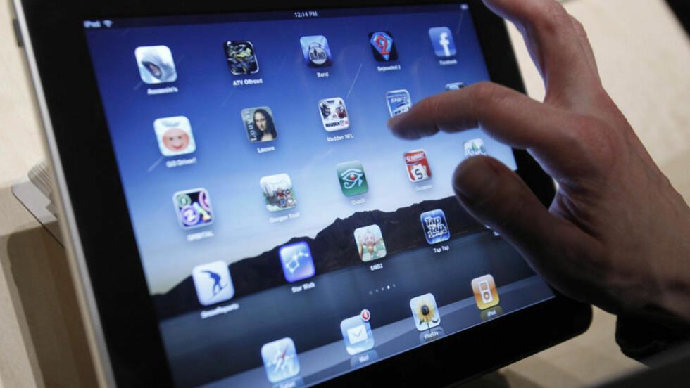 AVSLØRER PRISEN: Ifølge nettstedet ipod1.no kommer den norske iPaden til å ha en pris mellom 3999 og 6899 kroner. Apple selv vil ikke bekrefte verken pris eller utsalgssteder. AP Photo/Marcio Jose Sanchez
