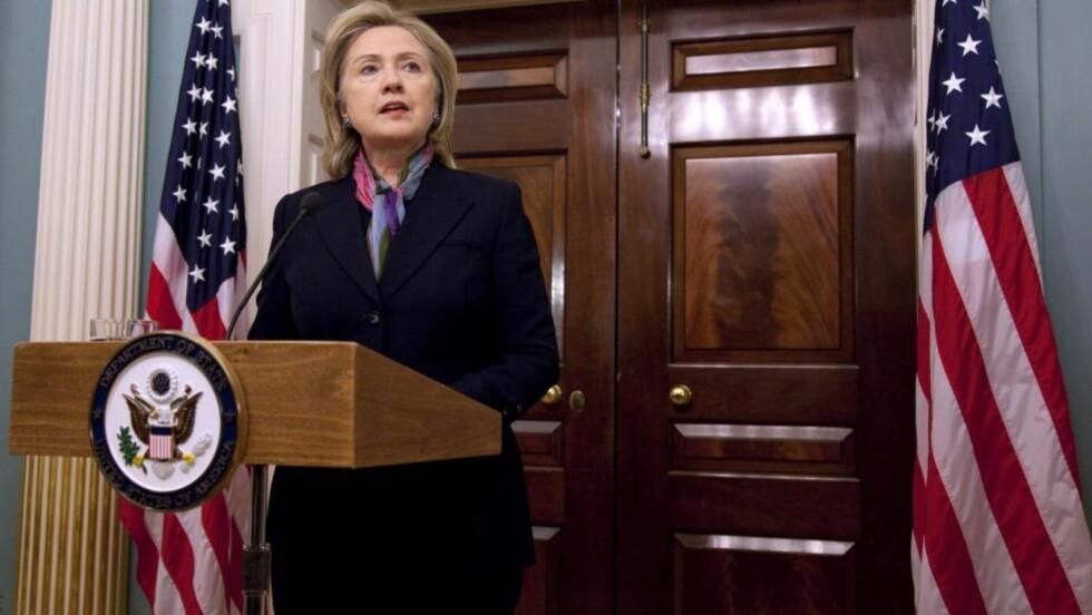 KOMMENTERER: USAs utenriksminister Hillary Clinton var i kveld norsk tid på plass i det amerikanske utenrikdsepartementet i Washington, og kommenterte Wikileaks-avsløringene. Hun mener avsløringene kan sette amerikanske diplomaters liv i fare. AP Photo/Evan Vucci