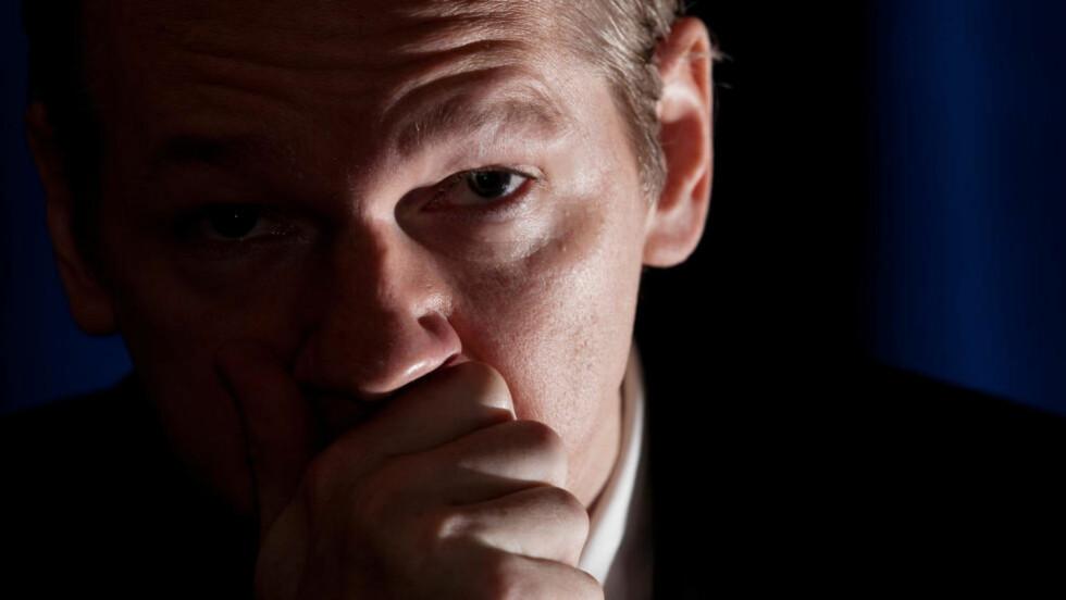 ETTERLYST Wikileakssjef Julian Assange er etterlyst internasjonalt. Nå har imidlertid fått tilbud om oppholdstillatelse i Ecudor. Foto: AFP PHOTO / Leon Neal