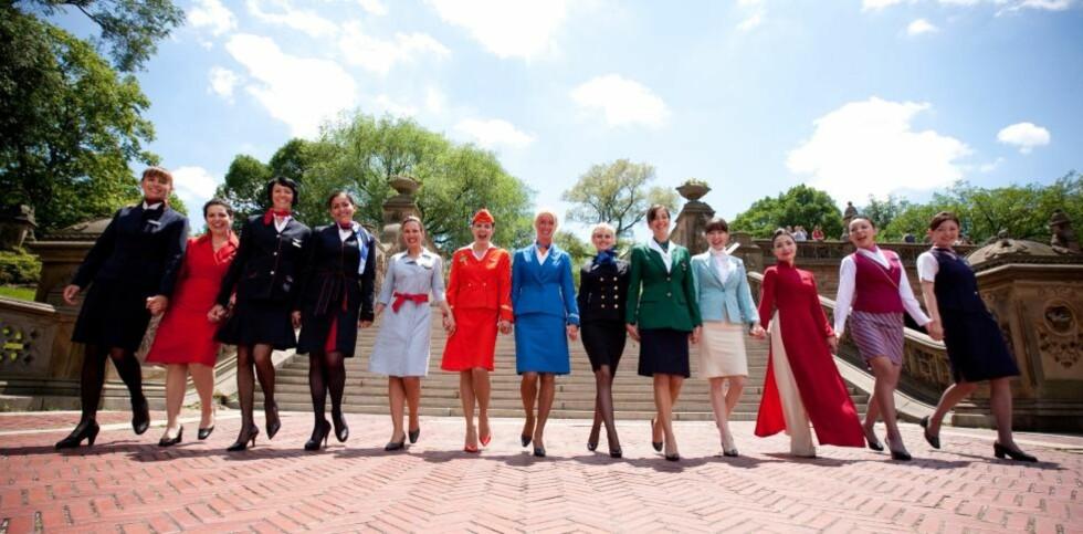 STORT LAG: Inntil i går hadde Sky team flyselskaper som 13 medlemmer, her representert ved flyvertinner fra alle selskapene. Nå kommer Argentinas flaggselskap i tillegg. Foto: Sky Team