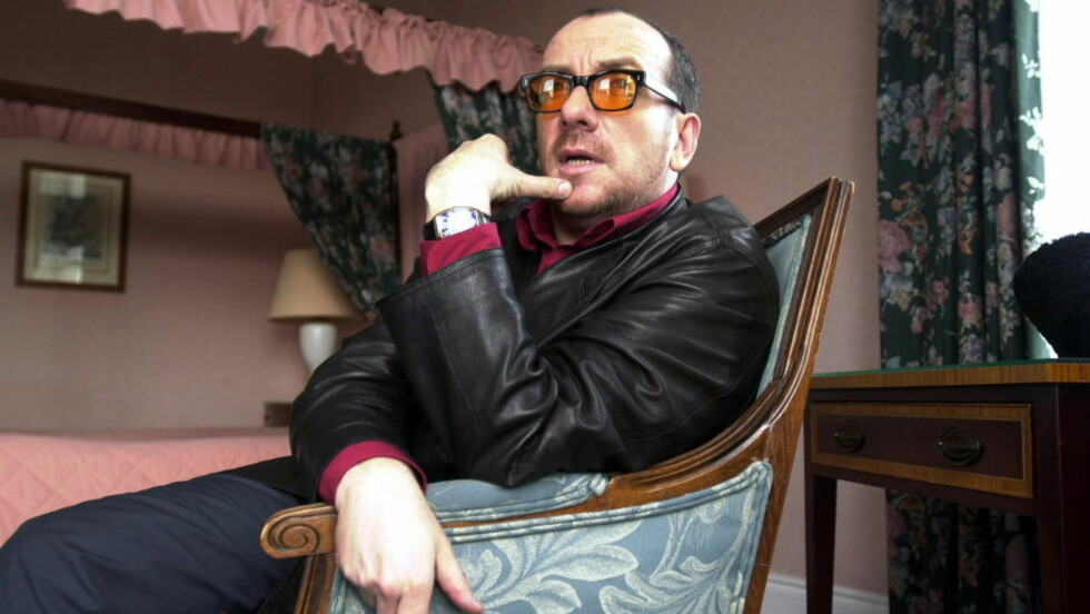 DROPPER NOBEL: Elvis Costello kommer ikke til å opptre som planlagt på nobelkonserten. Her fra en hotellsuite i Dublin Foto:Keith Hammett/Dagbladet