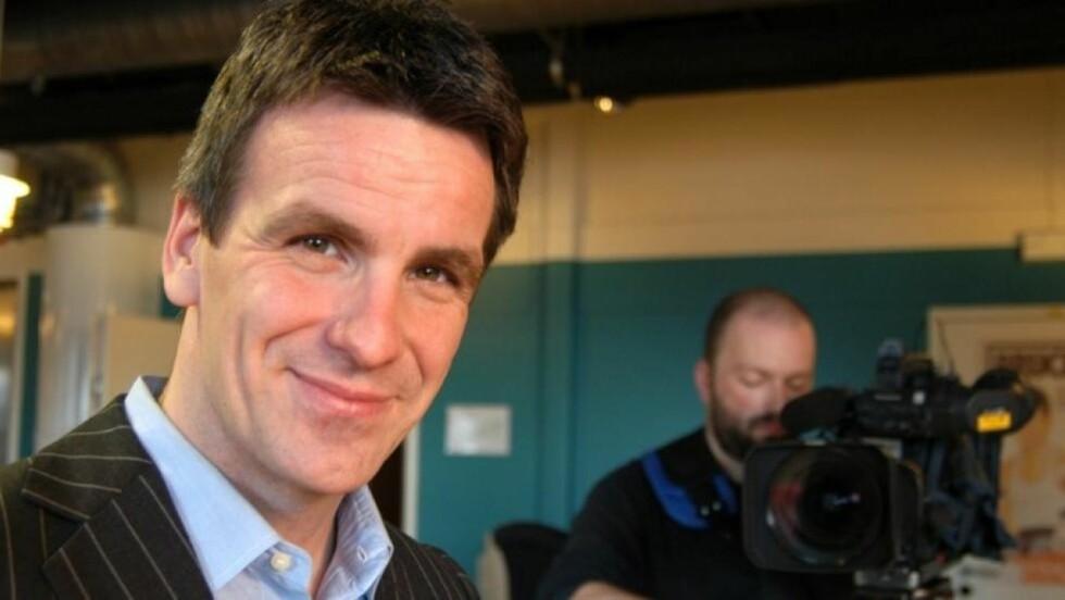 GÅR: Thomas Henschien, sjef i TV2 Nyhetskanalen, går av samme dag som A-pressen selger seg ut av TV2. Foto: TV2