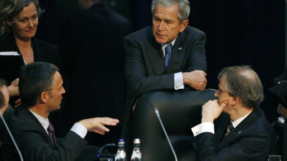 - RISIKO: Samme år som Jens Stoltenberg og Jonas Gahr Støre fikk prate med George W. Bush på NATO-toppmøtet i Romania, fryktet USAs diplomater i Norge at den rødgrønne regjeringen skulle bortprioritere NATO og båndene til USA.