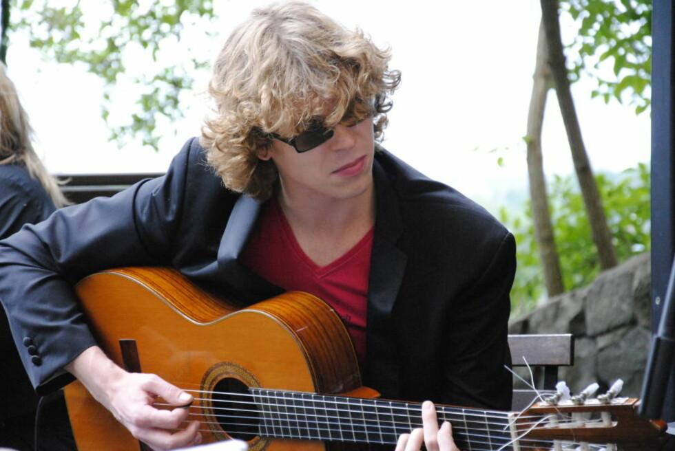 SPANSK:  Steinar Aadnekvams gitarspill er inspirert av flamenco og gitarister som Al DiMeola på debutplata «Simple Things», som slett ikke er så enkel.