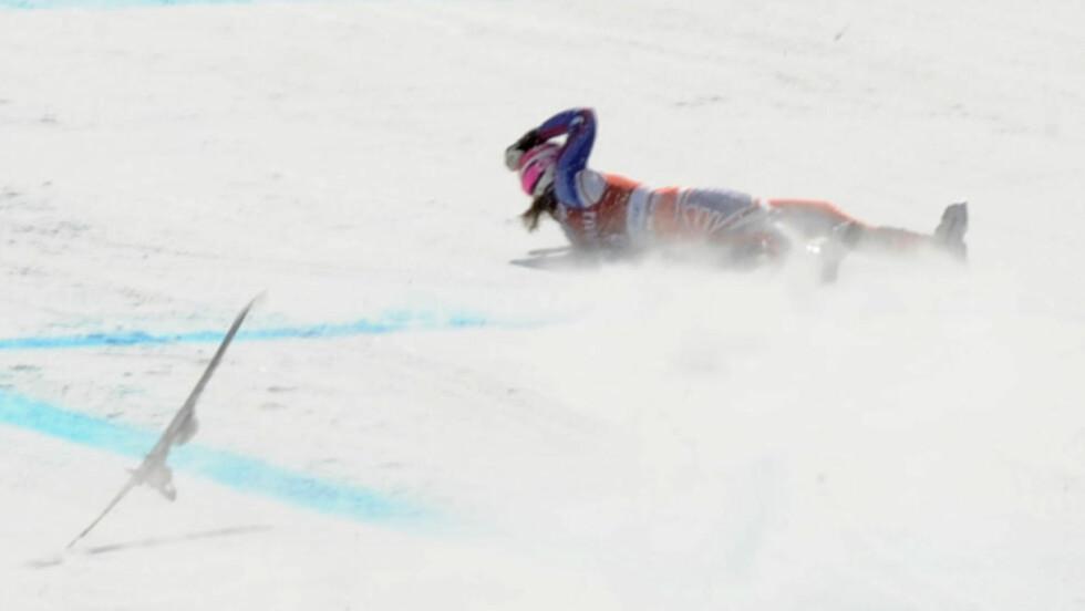 MISLYKKET LANDING: Chemmy Alcott er ferdig for sesongen etter dette fallet. Foto: AFP/Bill Halliwell