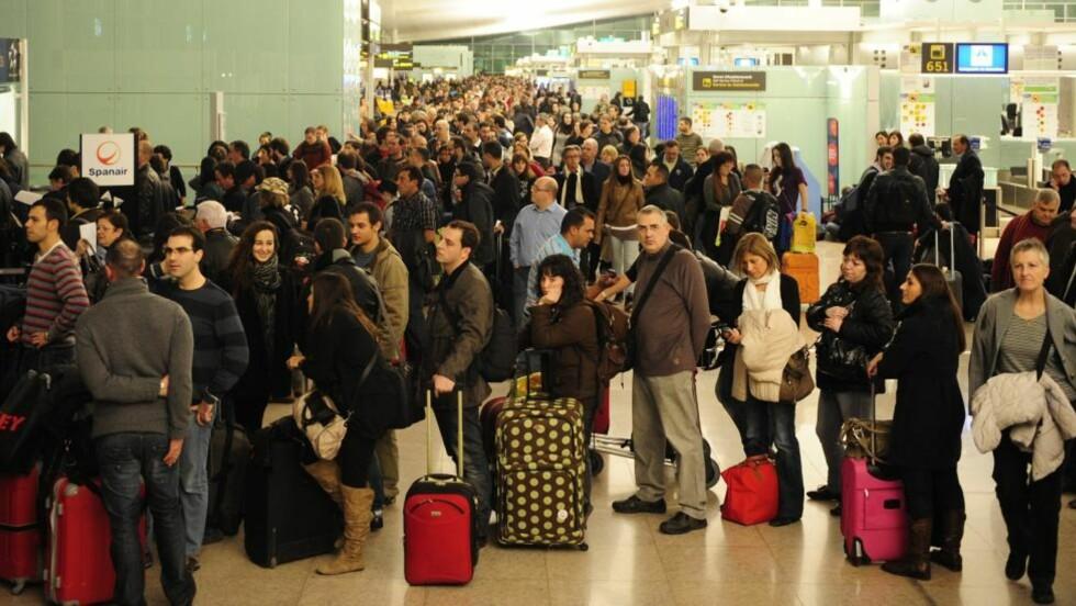 I VENTEMODUS: Ikke alle er klar over hva de har krav på når flyene er forsinket eller kansellert. Foto: Manu Fernandez/Scanpix