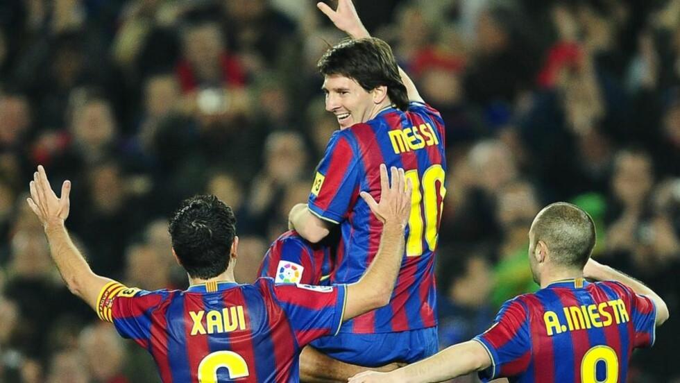 BARCA, BARCA, BARCA: Messi, Xavi og Iniesta er de tre beste i spillerne i verden. Det mener juryen som har stemt fram tre sluttkandidater til Gullballen. Foto: AP/David Ramos