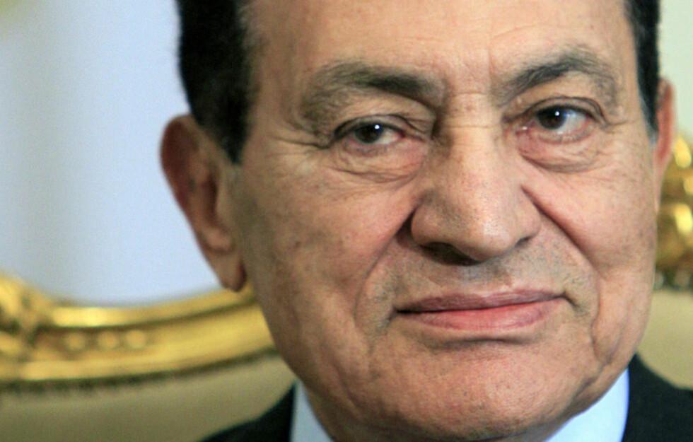 SITTER TRYGT: Egypts president Hosni Mubarak. Foto: Amr Nabil/AP/Scanpix
