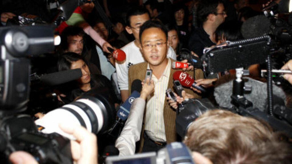FÅR IKKE TAK I: 8.oktober var Mo Zhixu den som overrakte budskapet fra Liu Xia til pressen. Nå er hans telefon, i likhet med flere andre Dagbladet har ringt, ute av drift. Foto: Kristoffer Egeberg