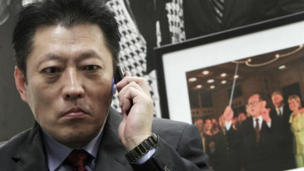 NEKTES UTREISE: Shang Baojun og Mo Shaoping, Liu Xiaobos advokater, er også nektet utreise. Foto: AP Photo/Scanpix