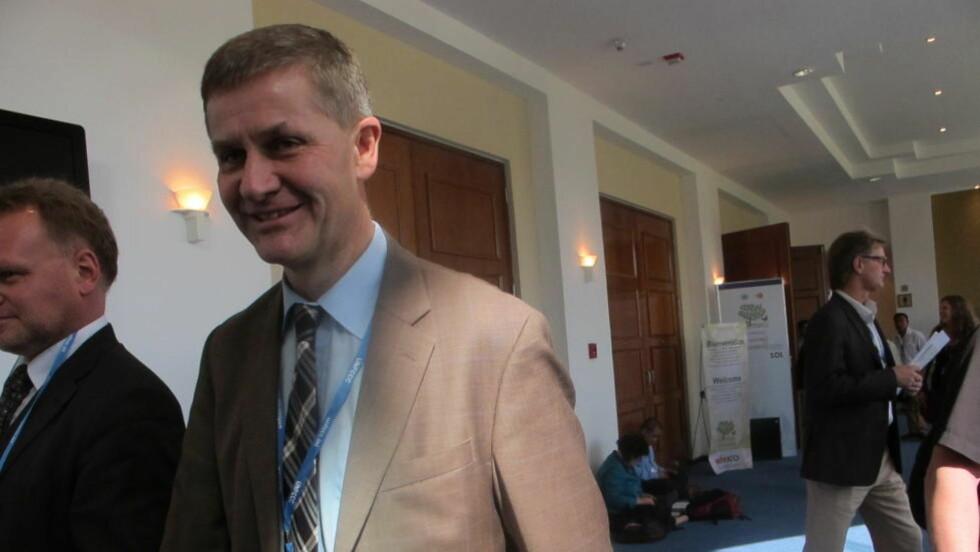 - HELT URIMELIG: Erik Solheim skal gi klar beskjed til USAs sjefforhandler Todd Stern når de møtes i kveld i Cancun.