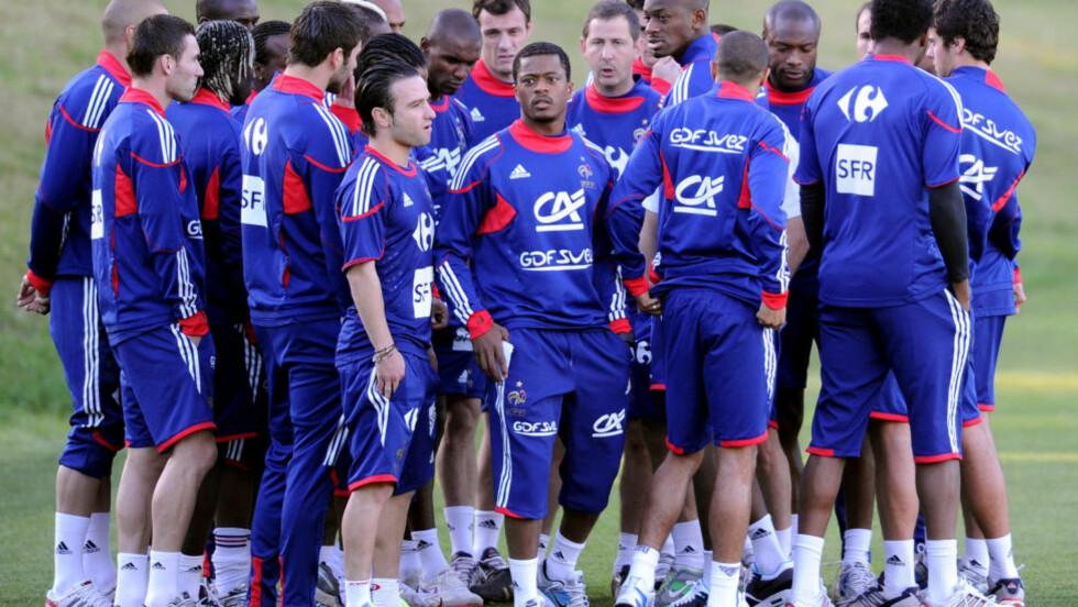 GIKK I BUSSEN: Det franske landslaget avbrøt treningen under VM i Sør-Afrika. Flere ble suspendert i flere kamper. Foto: AFP/ FRANCK FIFE