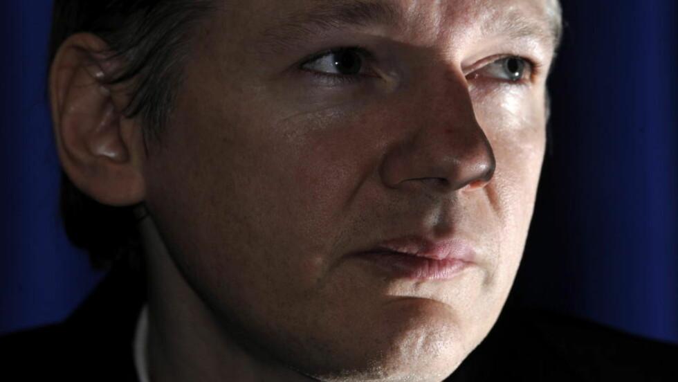 NOBELPRIS-KANDIDAT? Russerne foreslår den fengslede Wikileaks-grunnleggeren Julian Assange som kandidat til Nobels fredspris. Foto:  AP Photo/Lennart Preiss/Scanpix