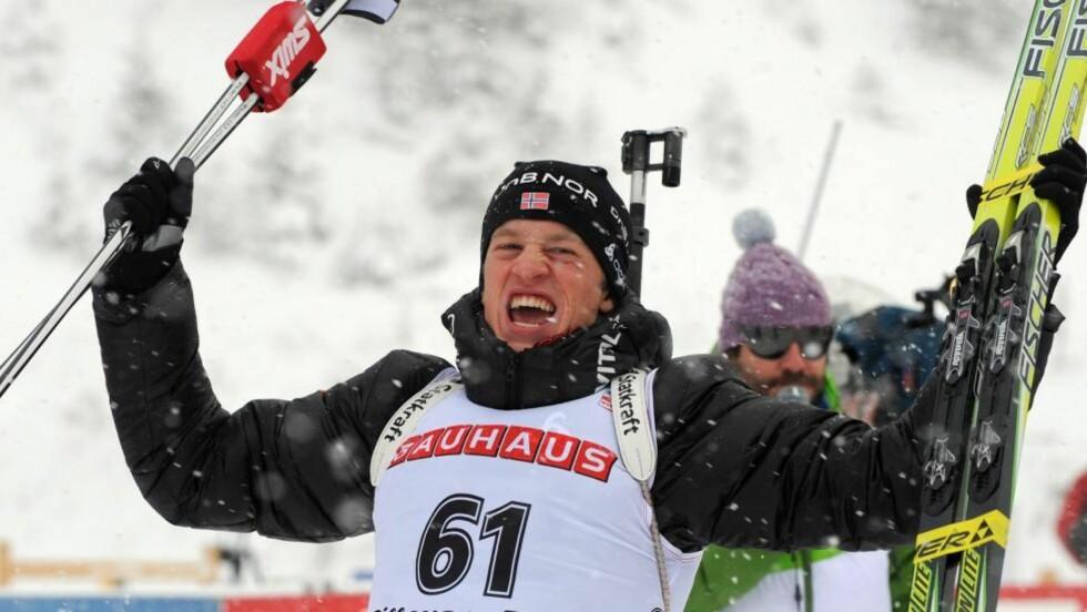 DAGENS MANN: Glem rivaliseringen mellom Emil Hegle Svendsen og Ole Einar Bjørndalen: I dag ble begge banket av 22 år gamle Tarjei Bø, som vant sitt første verdenscupløp.  Foto: Barbara Gindl, EPA/Scanpix