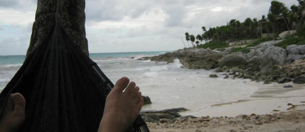 LATMANNSLIV: I hengekøye på stranda i Tulum. Alle foto: LILLIAN BIKSET