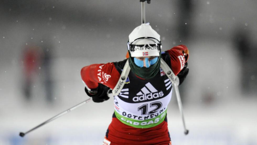 NÆRE PALLEN: Ann Kristin Aafedt Flatland var en strafferunde fra seierspallen i sprinten i verdenscupen i skiskyting i østerrikske Hochfilzen fredag.  Foto: ANDERS WIKLUND / Scanpix