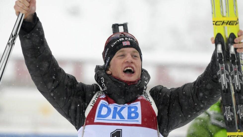 MER JUBEL: Tarjei Bø fulgte opp sin egen strålende innsats, og vant jaktstarten i Østerrike i formiddag.Foto: SCANPIX/EPA/BARBARA GINDL