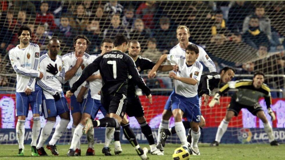 KRUTT I FOTEN: Cristiano Ronaldos frisparkmål er verdt en YouTube-titt.Foto: SCANPIX/EPA/JAVIER CEBOLLADA
