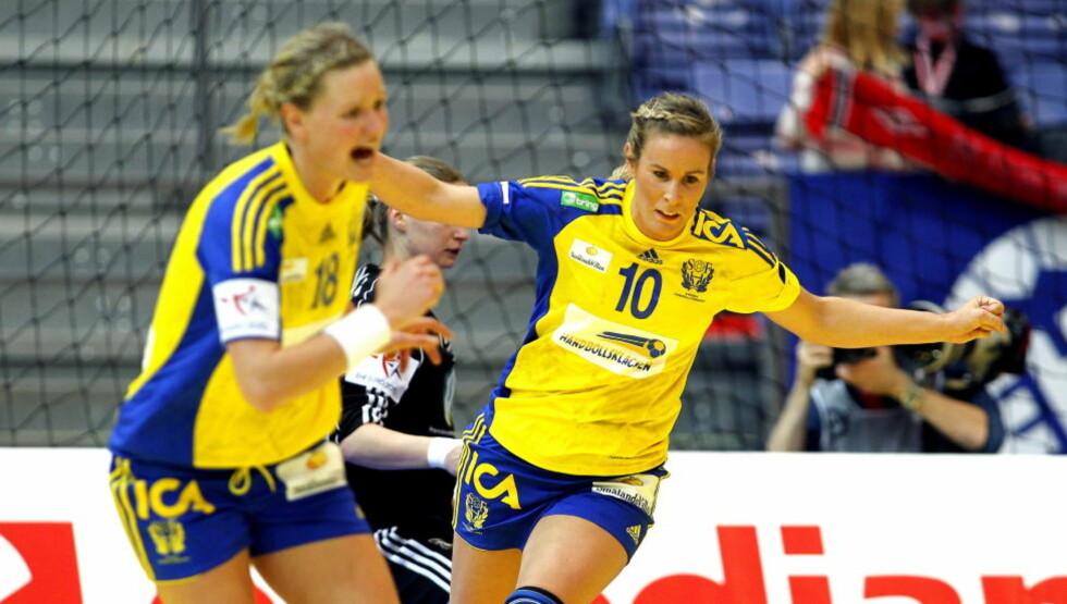FØRSTE TAP: Johanna Wilberg og Annika Wiel Fredén har hatt mye å juble for i EM til nå, men mot Frankrike ble det tap. Foto: GORM KALLESTAD/SCANPIX
