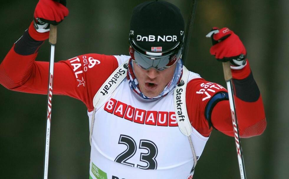 KOMETKARRIERE: Tarjei Bøs klatring mot toppen bare fortsetter og fortsetter. I dag overtok han verdenscupledelsen sammenlagt fra Emil Hegle Svendsen.Foto: SCANPIX/EPA/ANTONIO BAT