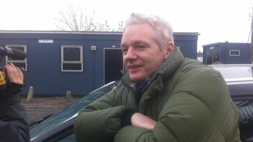 UTE PÅ LUFTETUR: Julian Assange. Foto: Jonas Sverrison Rasch