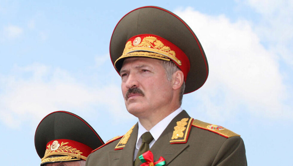 VALGETS KVALER: Hviterusserne gikk søndag til valgurnene for å stemme i presidentvalget som trolig vil sikre Aleksandr Lukasjenko en fjerde periode i lederstolen. Foto: SCANPIX