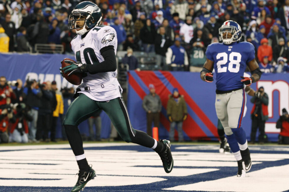MAGISK AVSLUTNING: DeSean Jackson var fullstendig nådeløs da Giants-punter Matt Dodge ikke sparket ballen utover sidelinja, og returnerte ballen 65 yards til den avgjørende touchdownen, samtidig som han spiste opp resterende tid på klokka.  Foto: SCANPIX/REUTERS/Mike Segar