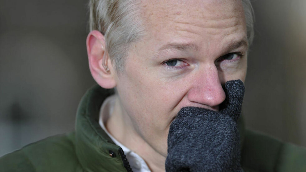 BETALINGSMOTSTAND:  Visa, Mastercard, PayPal og Bank of America har alle stoppet muligheten for å støtte WikiLeaks og Julian Assange. Foto: AFP PHOTO/CARL COURT