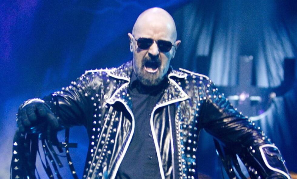 STILIKON: Rob Halford er opphavsmann til det mange regner som heavy metal-bunaden: nagler og lær. Her under en konsert i Oslo Spektrum i 2005.  Foto: Tore Bergsaker/Dagbladet