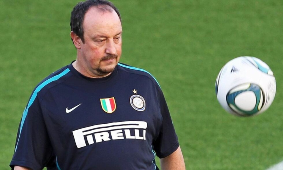 - JEG ER FORTSATT TRENEREN: Rafa Benitez benekter rapporterne om at han skal ha fått sparken av Inter. Foto: Ali Haider, EPA/Scanpix