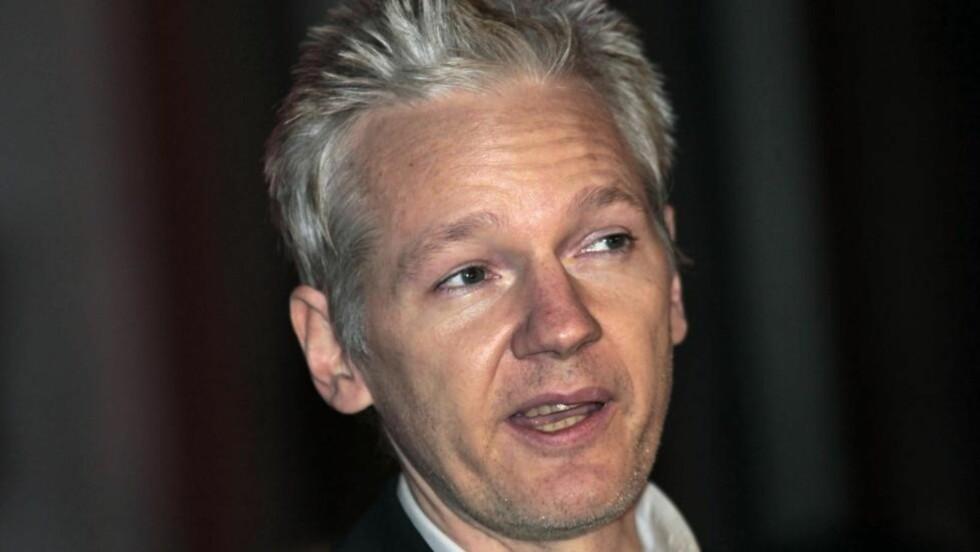 - HEVN: WikiLeaks-sjefen Julian Assange sier i et intervju at lekkasjen av politirapporten var ment for å skade kausjonen, og at bakgrunnen er en blanding av hevn, penger og press fra politiet. Foto: AP Photo/Lefteris Pitarakis