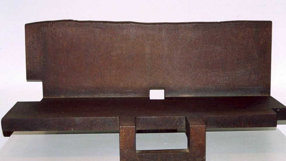 IKKE FOR SKRAPHAUGEN: Topos IV av Eduardo Chillida ble forsøkt solgt til en skraphaug for drøye 200 kroner. Kunstverkets verdi er anslått til over seks millioner kroner. Foto: EPA