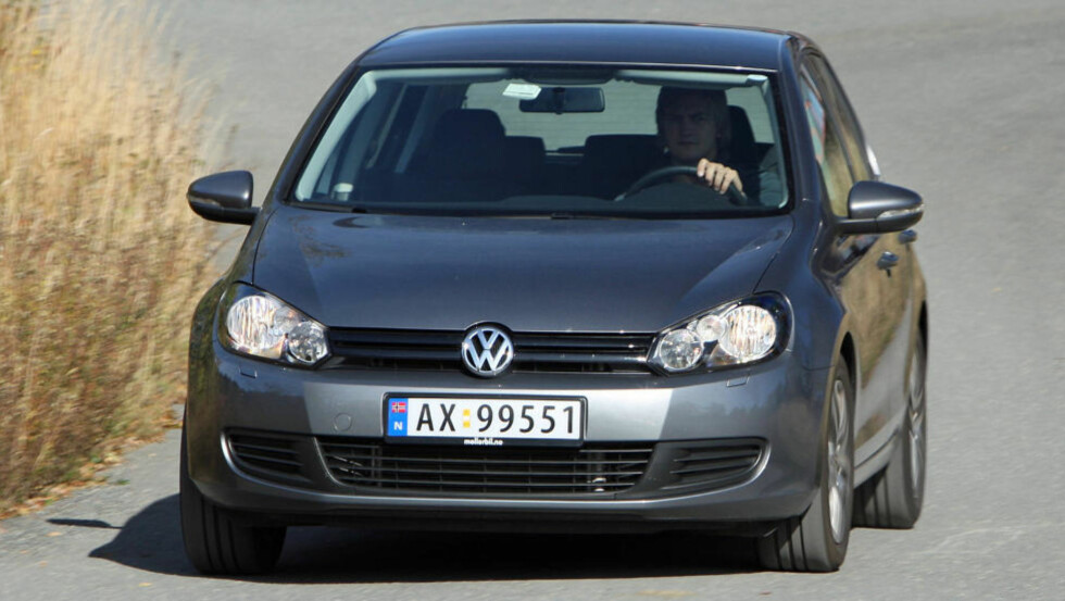 MEST POPULÆR: Med 7700 nyregistreringer hittil i år er Volkswagen Golf klart mest solgte bilmodell her i landet. Dette er rimelige VW Golf 1,6 TDI.