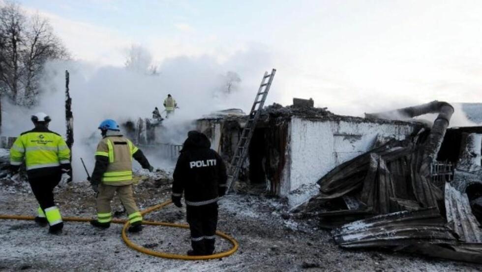 DYRA BRANT INNE: Slik så det ut på gården 1. juledag. 45 storfe brant ihjel og millionverdier gikk tapt. Foto: Terje Lisødegård / GD
