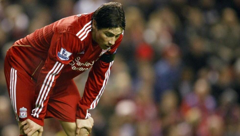 PÅ KNÆRNE: Resultatene uteblir for Liverpool, smilene er borte. Mest bekymret er ekspertene for at spillere som Fernando Torres ikke ser glade ut for å spille under manager Roy Hodgson.Foto: SCANPIX/AP/Tim Hales