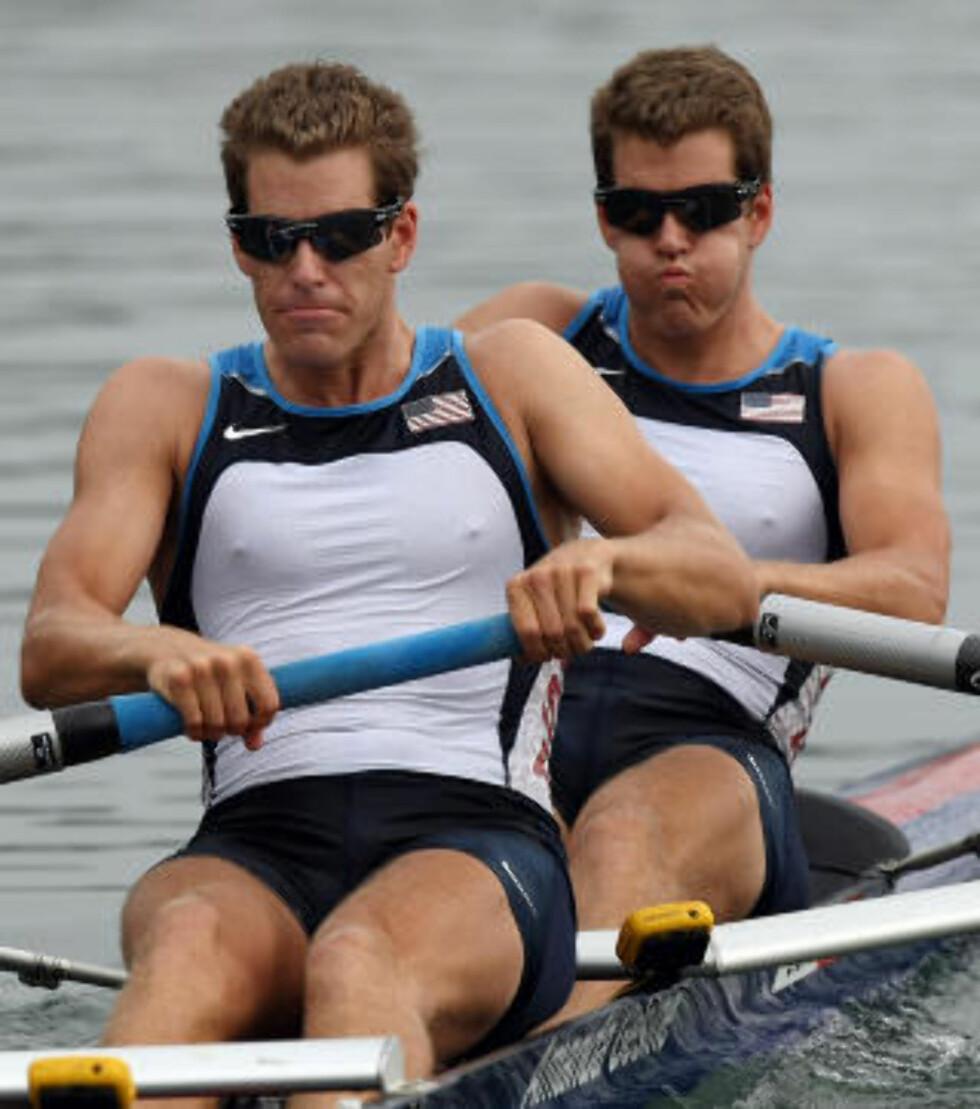 KAPPROERE: Tyler og Cameron Winklevoss har tidligere deltatt i OL i Beijing der de kom på 6. plass, og trener nå for å delta i OL i London i 2012. Foto: AFP Photo/Mustafa Ozer/Scanpix