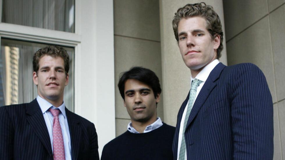 VIL HA MER: Tvillingene Tyler (t.v) og Cameron Winklevoss (t.h) vil sammen med Divya Narendra gå til nytt søksmål mot Facebook. Foto: AP Photo/Charles Krupa/Scanpix