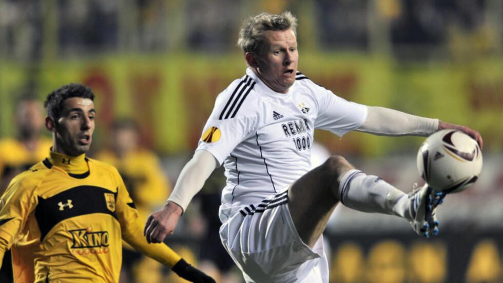 RETUR TIL ENGLAND: Steffen Iversen sier det er snakk om en kontrakt på halvannet år med Crystal Palace. Foto: (AP Photo/Nikolas Giakoumidis)