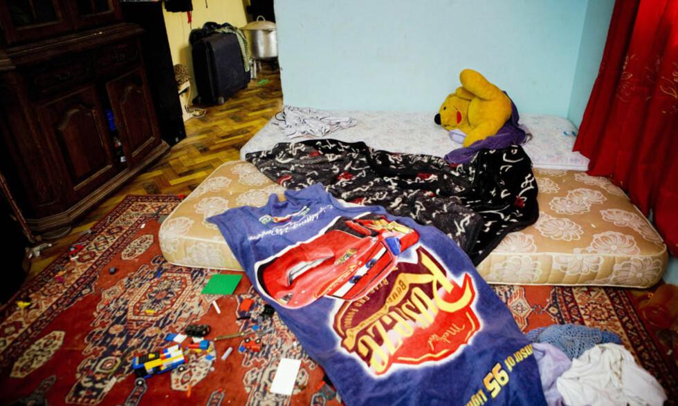 KOSEDYR OG LEKER: Nordmannens soverom er preget av en rekke barneartikler. Her ble han pågrepet søndag kveld, sammen med seks småbarn. Foto: TORE MEEK/SCANPIX
