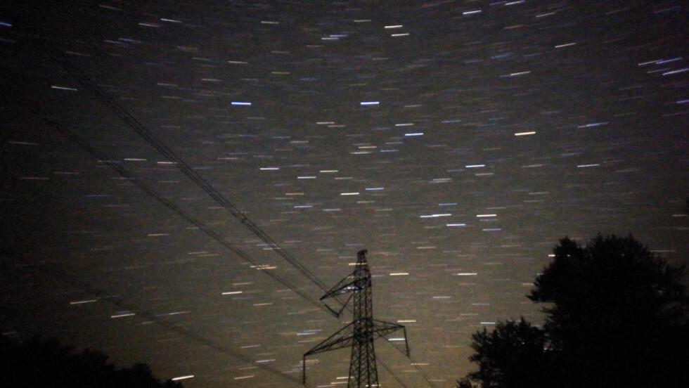 SE OPP: Natt til tirsdag blir det nok en mulighet til å se stjerneskudd på himmelen - om været er bra. Foto: AFP
